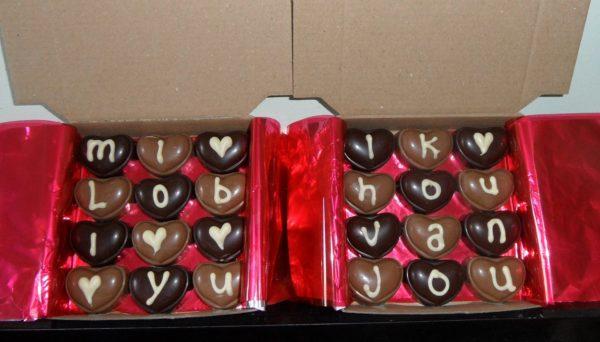 Doosje met 12 praline bonbons
